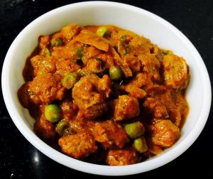 WhatsApp-Image-2016-11-11-at-12.43.07-PM-300x252 Soya chunks and green peas curry