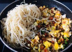 UYLR6782-300x216 Egg and Vegetable Hakka Noodles
