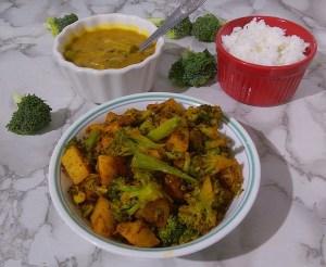 GJMU7597-300x246 Aloo Broccoli Dry Curry/Potato and Broccoli Stir fry