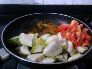QXFV9131-300x223 Easy Peasy Guava Tomato Curry/Amrood Ki Sabzi