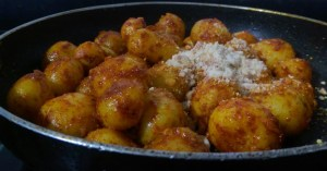 AISL6531-300x157 Easy Peasy Garlic Flavored Baby Potato Roast