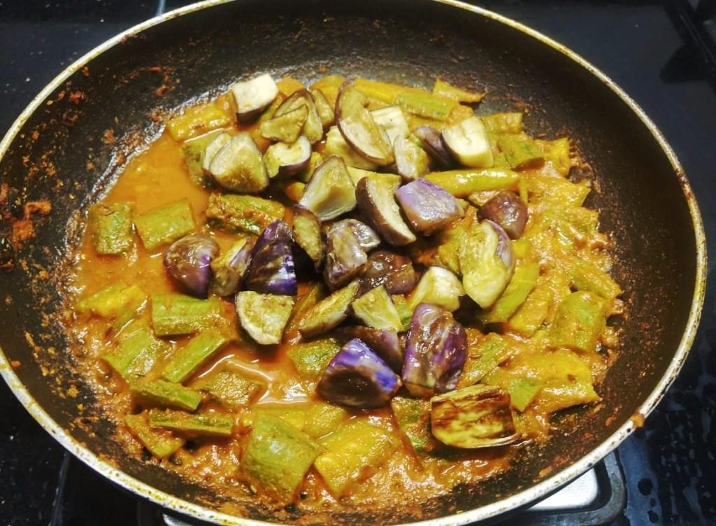 AYEX6652-1024x752 Ridge Gourd and Brinjal Curry/ Thurai Baingan Ki Subzi
