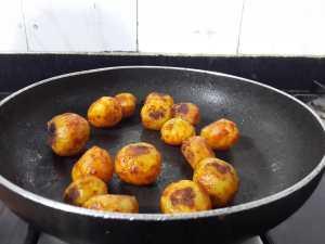 LKBR2673-300x225 Restaurant Style Punjabi Dum Aloo
