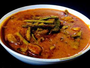 WJZN4885-1-300x225 Cluster Bean Spicy Gravy/Kothavarangai Puli Kozhambu