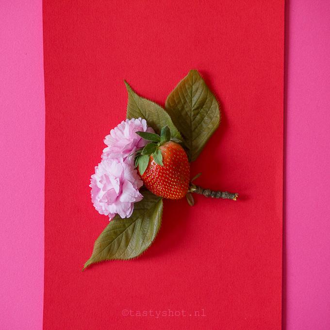 Aardbeien Cupcakes recept - Strawberry Cupcakes recipe food photography: ©️️️ Gitta Polak www.tastyshot.nl
