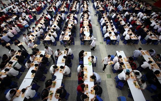 """1 8 - بالصور: """"مدينة الآيفون"""" أكبر مجمع صناعي ضخم لإنتاج جوالات الآيفون في العالم بالصين"""