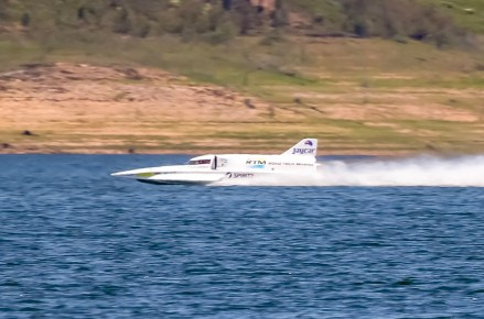 Dave Warby on a test run in his Spirit of Australia IIboat.