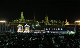 Candlelight-of-Siam-at-Sanam-Luang-1-500x300