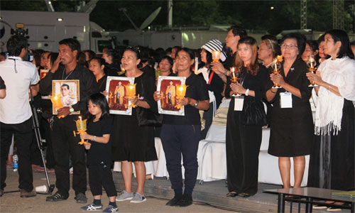 Candlelight-of-Siam-at-Sanam-Luang---People-6-500x300