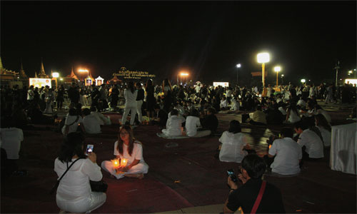 Candlelight-of-Siam-at-Sanam-Luang---People-8-500x300