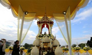 New-Year-merit-makeing-at-Sanam-Luang-1-500x300