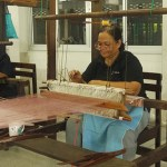 Appreciate the artisans of Bang Sai Royal Folk Arts and Crafts Center in Ayutthaya_artisans at work