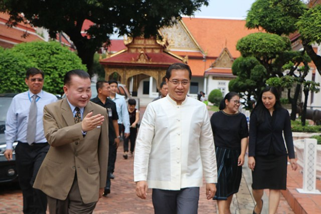 Thai Tourism Minister visits Japanese Art exhibition in Bangkok