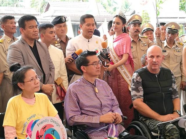 Minister Weerasak Kowsurat joins Friendly Design Trip (1)