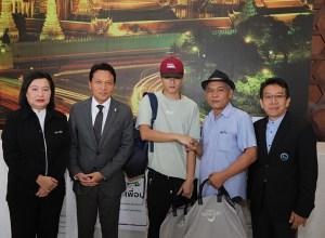 Bangkok taxi driver returns cash-filled rucksack, passport to Chinese tourist