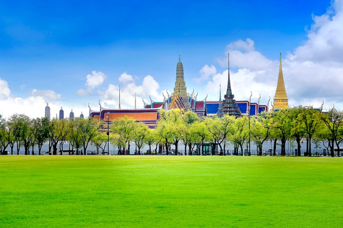 Discover the beautiful city, seaside and hilltop palaces of Thailand