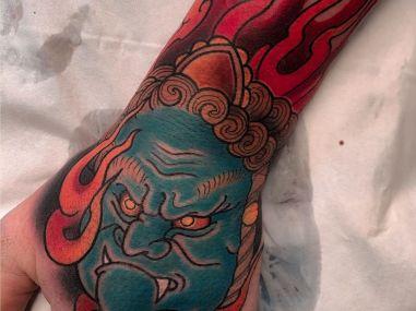 tatouage main motif japonais
