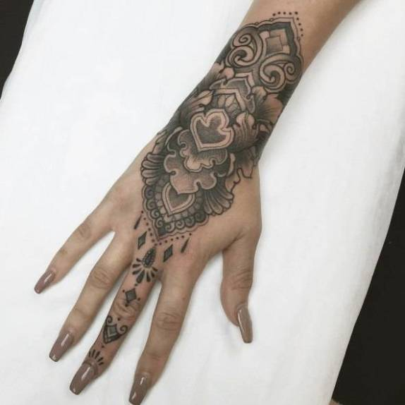 Tattoo on the finger and hands of the girl - pattern