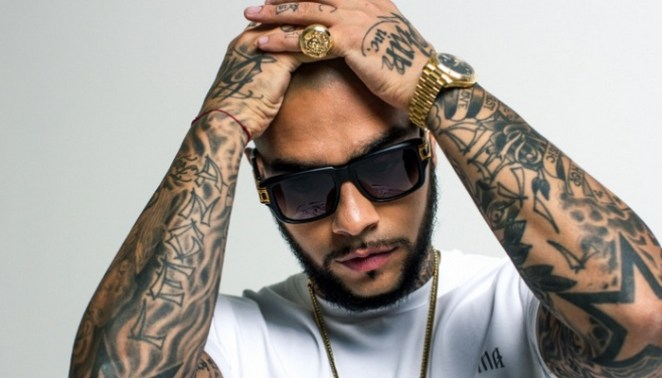 The stars in Timoty's half sleeve tattooes stand for his belonging to showbiz