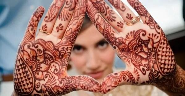 temporary henna tattoos