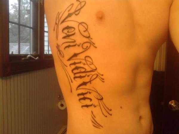 Mens ribs veni vidi vici tattoo phrase
