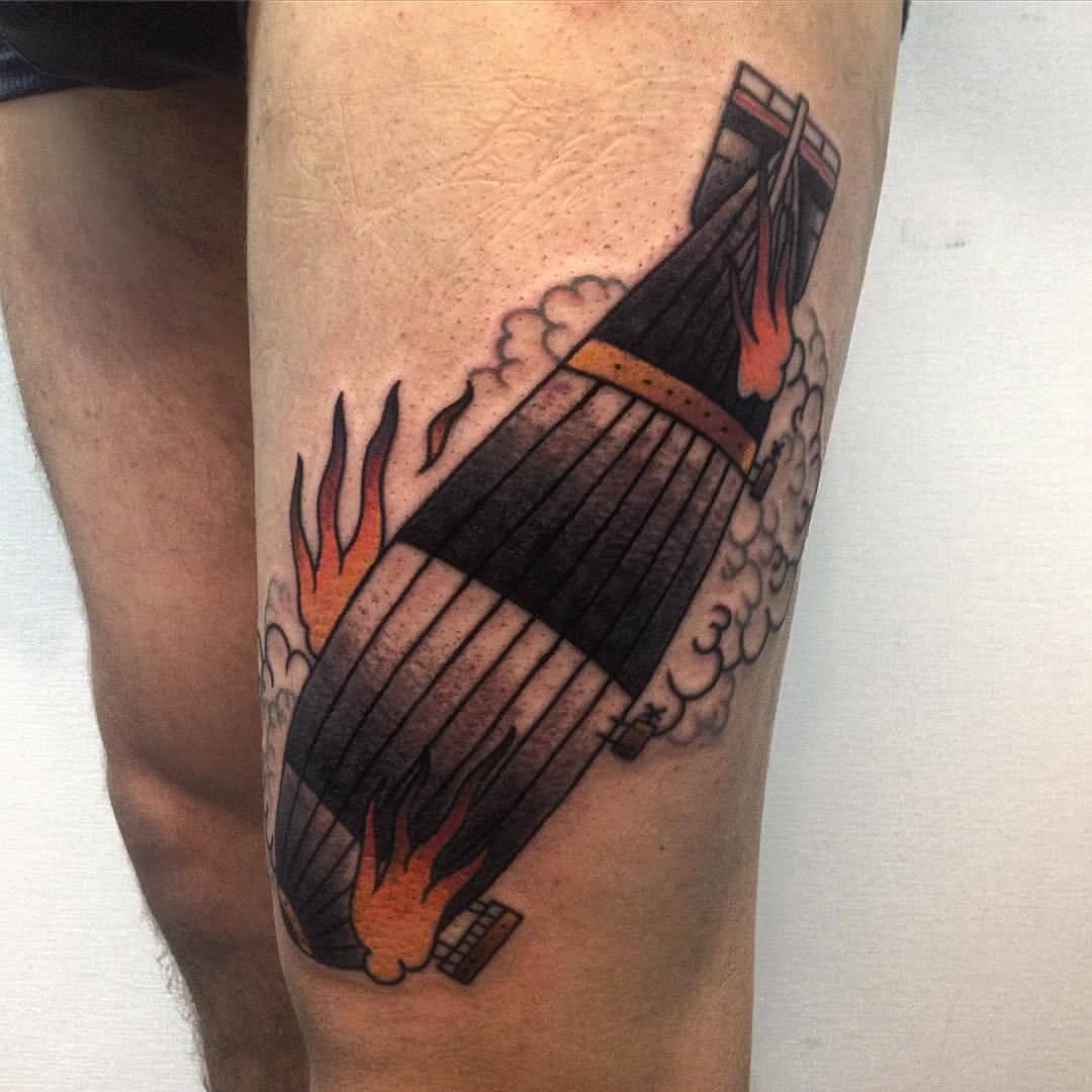 Tattoo brennender Zepelin