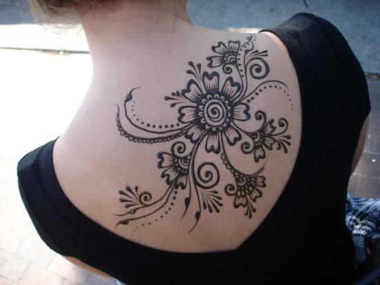 Tattoo Florales Henna Rücken