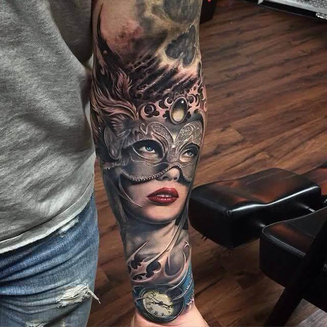 Tattoo Frau mit Maske
