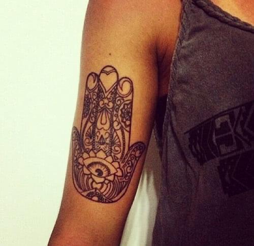 Tattoo Hand der Fatima auf dem arm