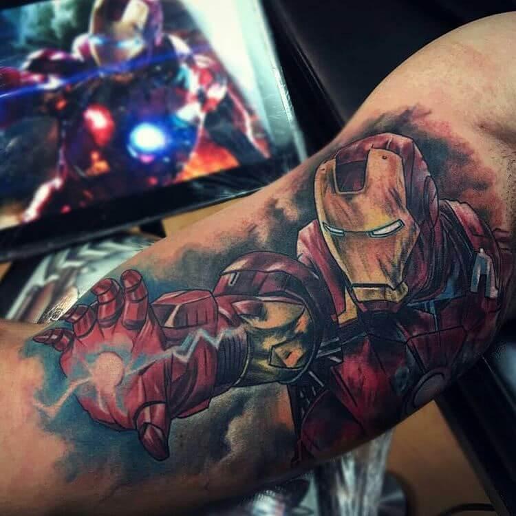Tattoo Iron Man in Schussposition