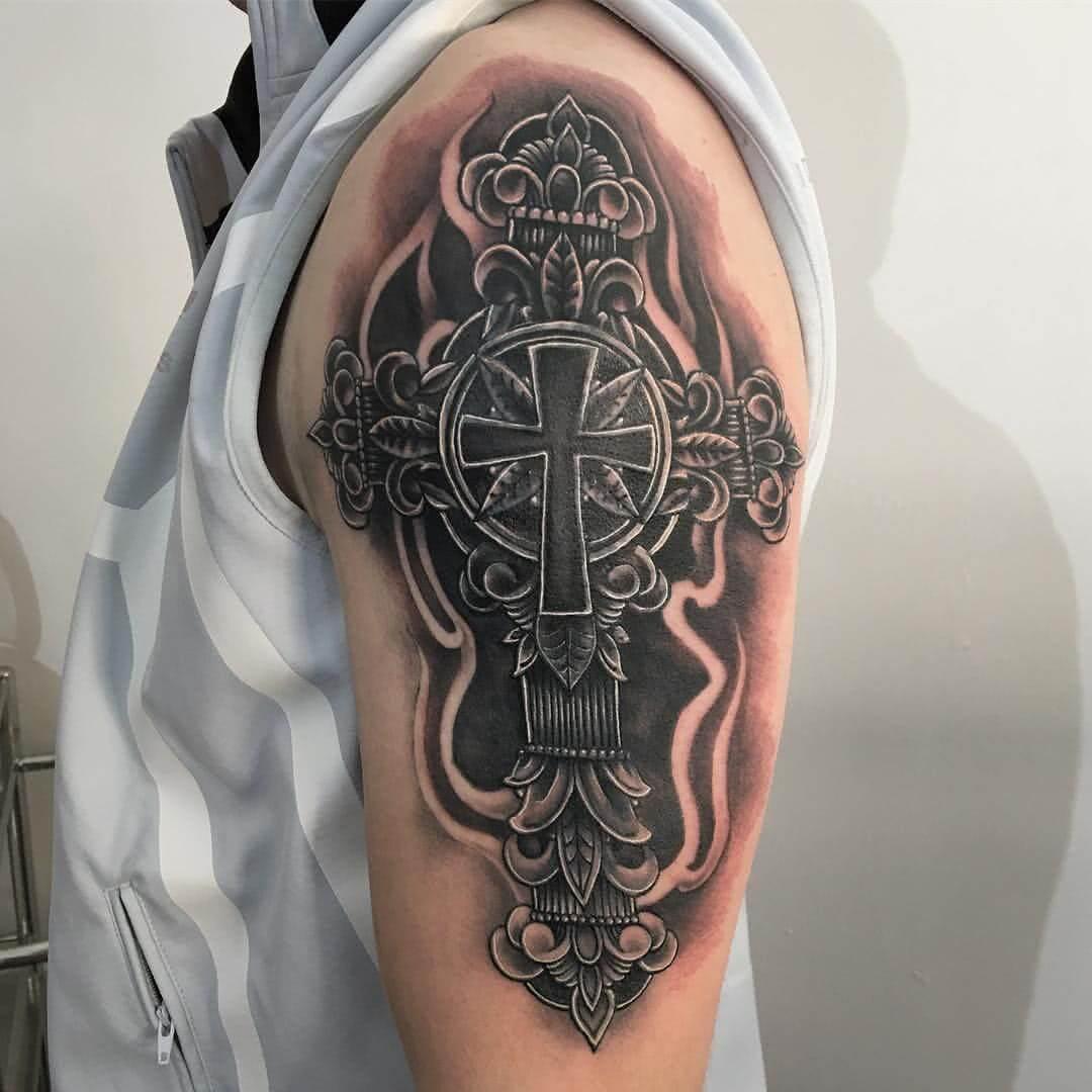Tattoo Kreuz auf dem Arm