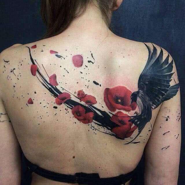 Tattoo Mohnblumen Vogel auf dem Rücken