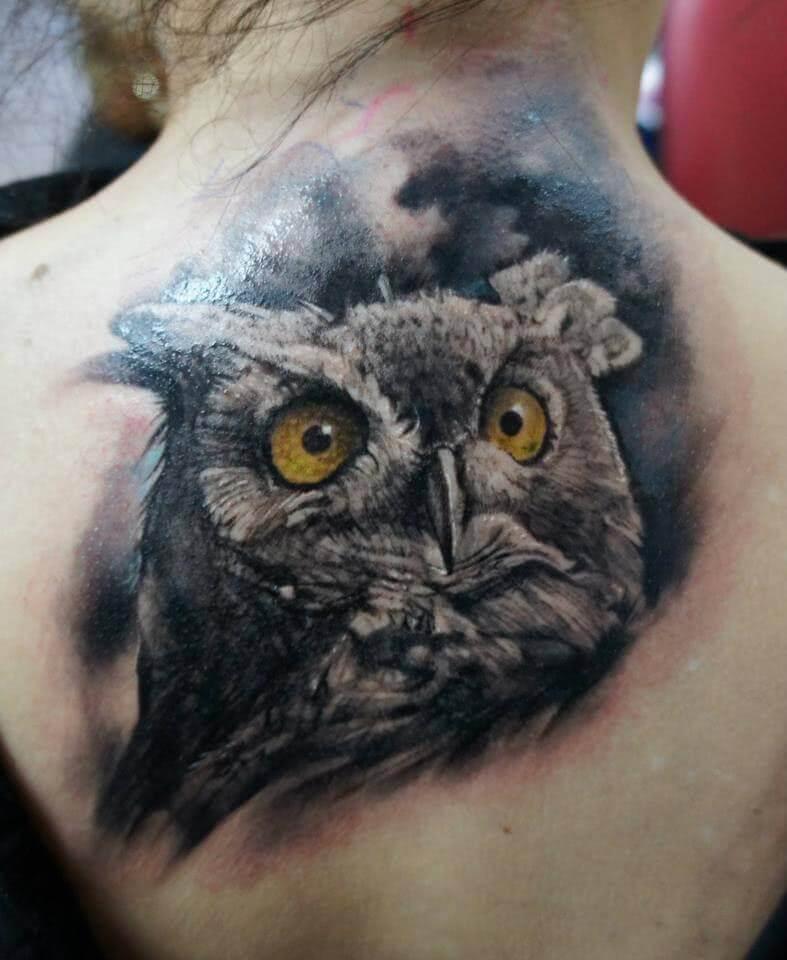 Tattoo Realistische Eule auf dem Rücken