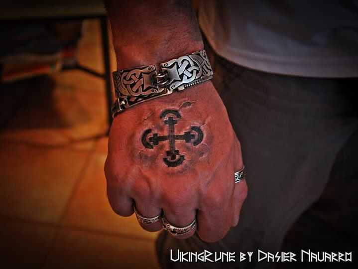 Tattoo Wikinger Kreuz 3D