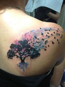 Árbol y Aves volando
