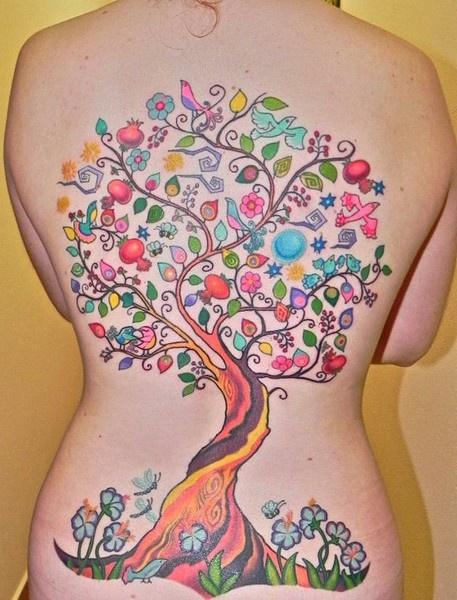 Tatuaje-Árbol-Hojas-de-Colores