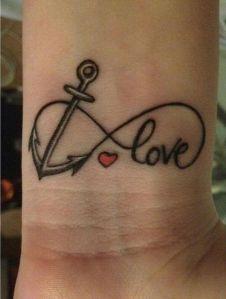 Infinito formado con Ancla y Love con un corazón