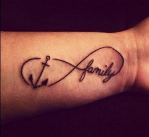 Signo Infinito con Ancla y Frase: Family