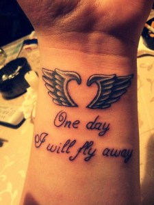 Alas forma Corazón y Frase: One day I will fly away