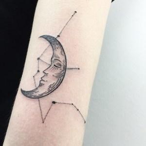 Luna y Puntos Cardinales by Sashatattooing