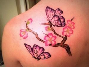 Flores de Cerezo con Mariposas