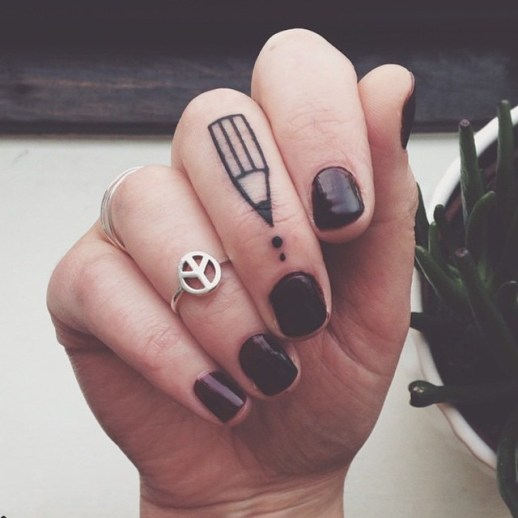 Lápiz y gotas de tinta