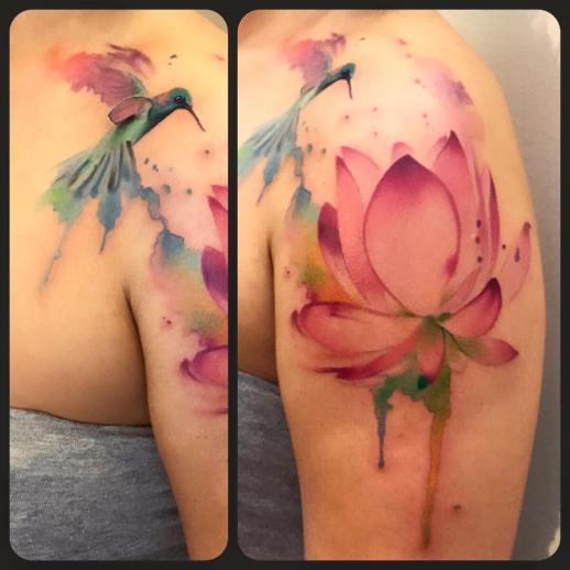 Colibrí y Flor de Loto estilo Acuarelas por Borà Tattoo Studio