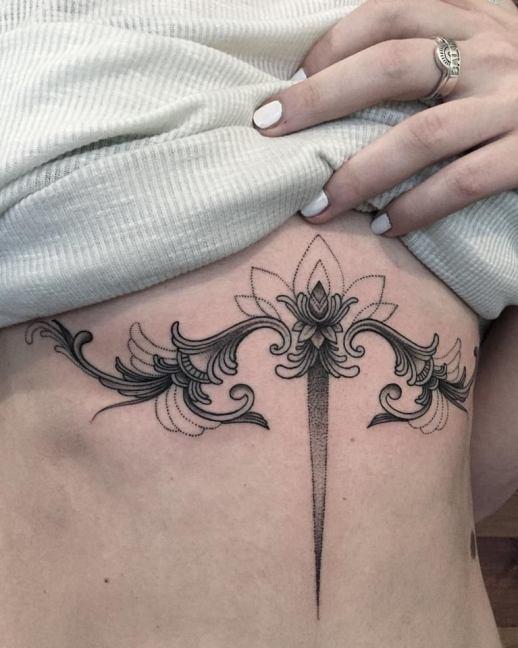 Flor de Loto espada por Sashatattooing