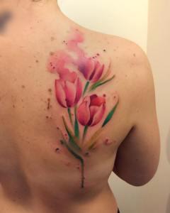 Flores Tulipanes estilo Acuarelas por Borà Tattoo Studio
