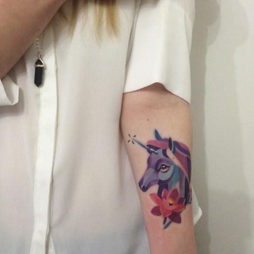 Unicornio y Flor por Sasha Unisex