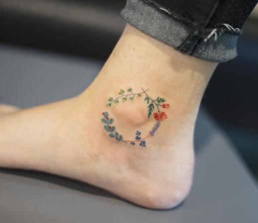 Corona de Flores por Zihee Tattoo