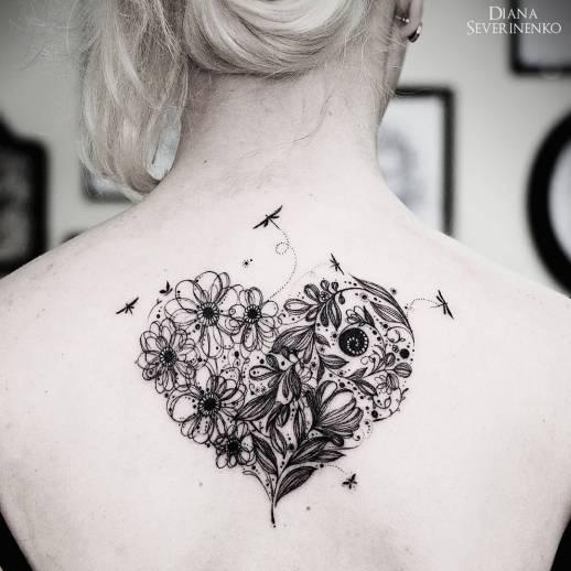 Corazón con Flores y Libélulas por Diana Severinenko