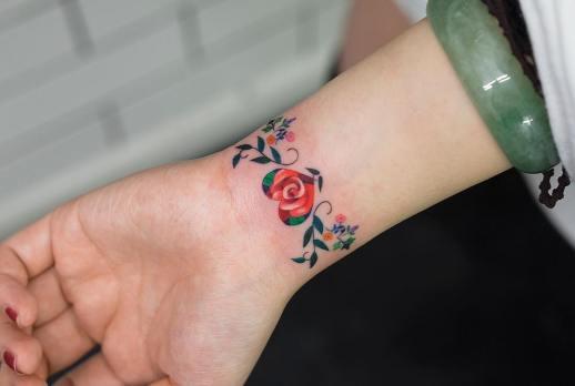 Brazalete de Flores por Zihee Tattoo