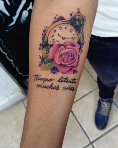Frase: Tiempo detente muchos años
